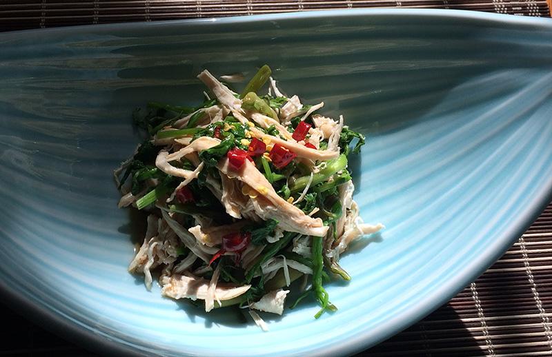 薬膳時短レシピ・「せりと鶏胸肉のピリ辛あえ」